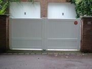 Portail battant et portes de garage